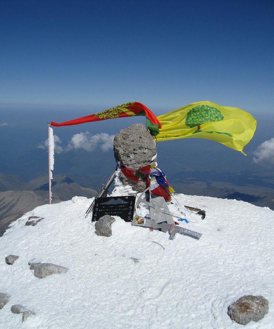 Varful Elbrus, 5642 m., cel mai inalt varf al Europei