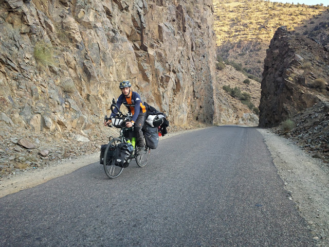 prin cheile muntilor din Maroc