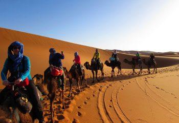 La plimbare prin desertul marocan