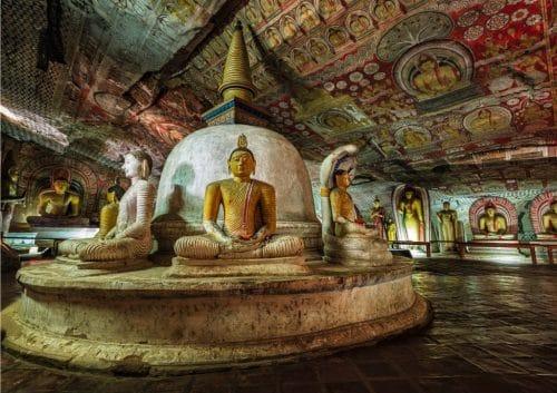 Templul peştera Dambulla pe care îl vom vizita în acest circuit în Sri Lanka