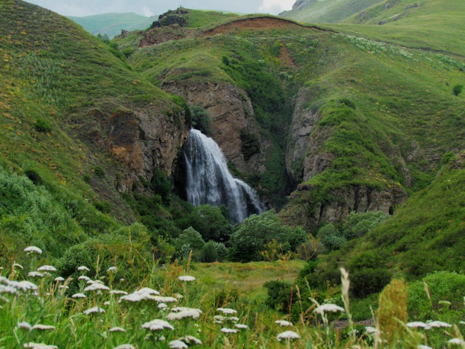 Cascada Trchkan este una din frumusețile naturale ale Armeniei și este cea mai înaltă din această țară. De asemenea, ea este declarată zonă de protecție specială.