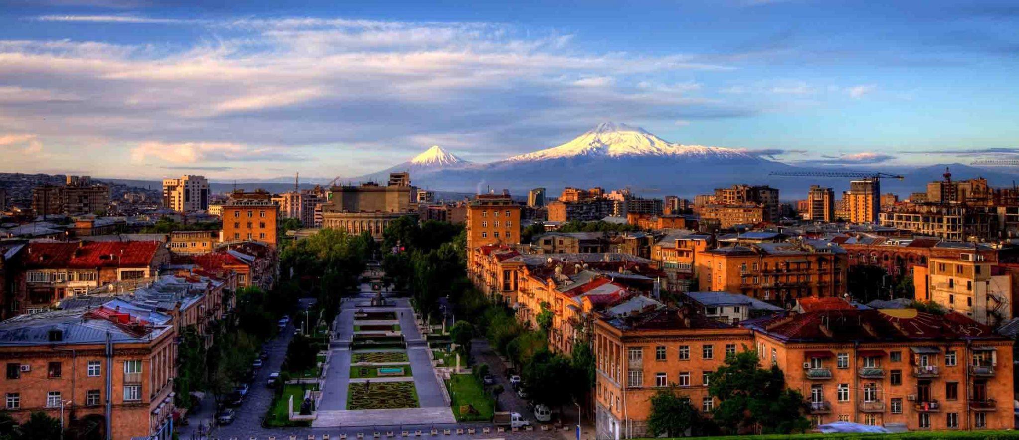 Monumentul Cascade=unul din obiective vizitate în această vacanță în Armenia.