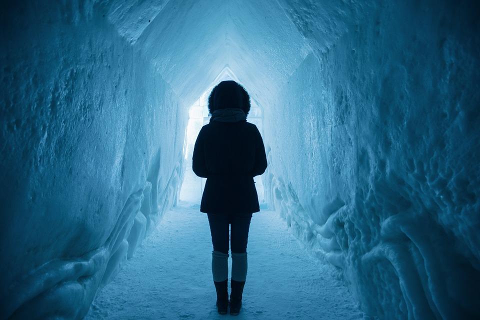 Excursie în Islanda-tunelul de gheață.