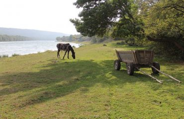 Cu bicicleta prin Republica Moldova - Pe malul raului