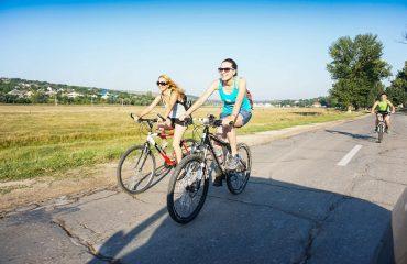 Cu bicicleta prin Republica Moldova - biciclisti pe drum