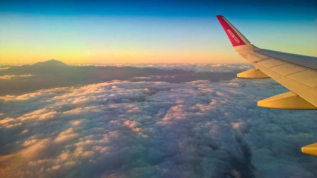 Insula Tenerife și vulcanul Teide văzute din avion