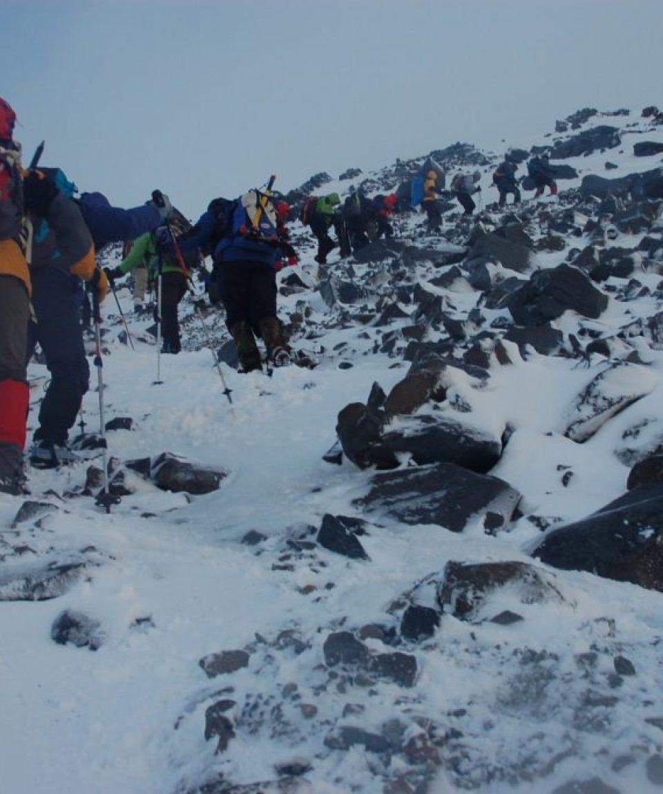 Urcarea spre vârful Ararat