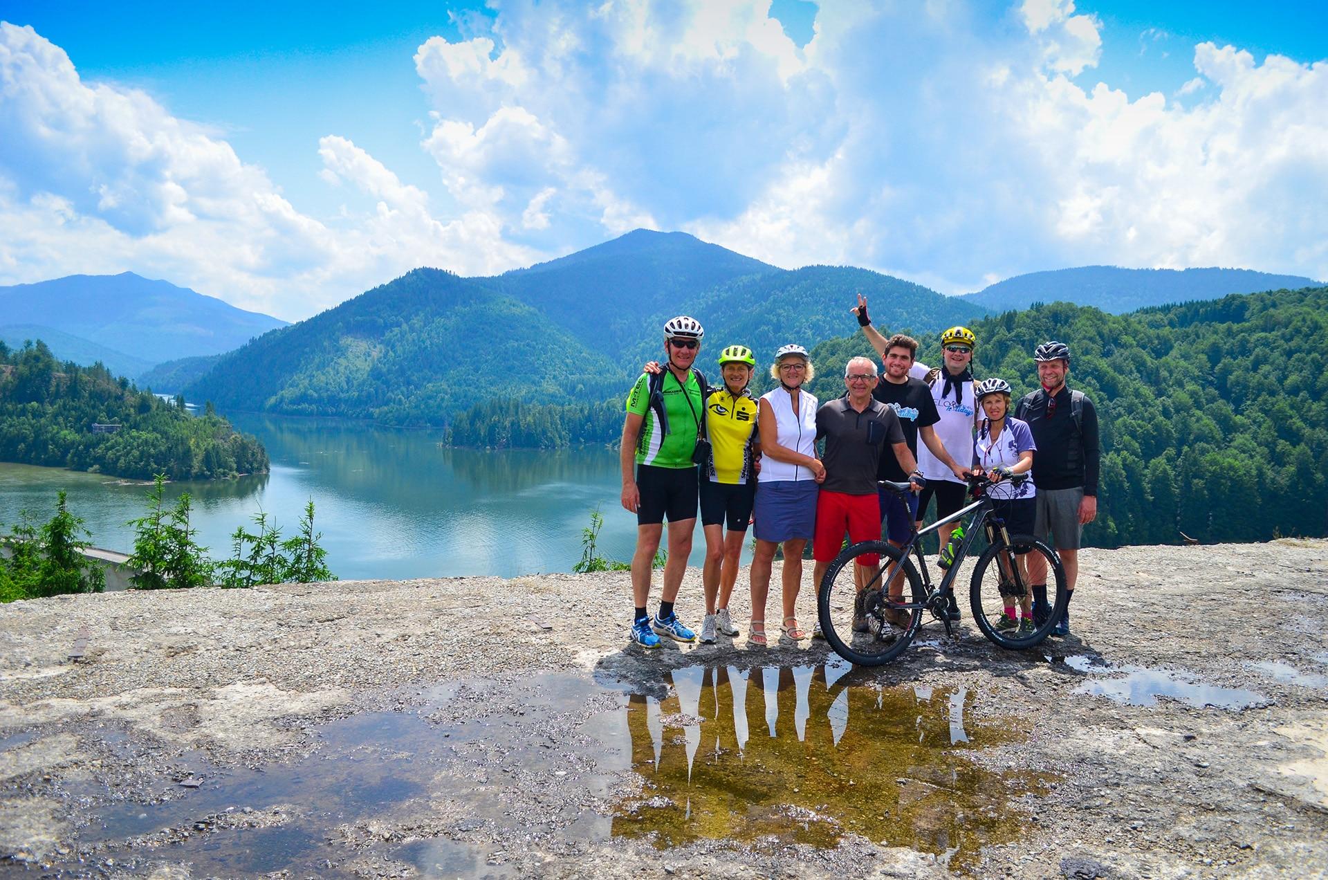 1 mai pe bicicletă - poză la barajul Drăgan