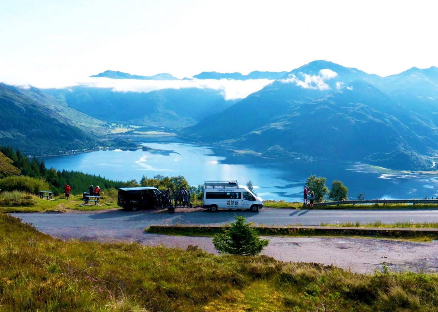 Scoția pe bicicletă - panoramă spre lac