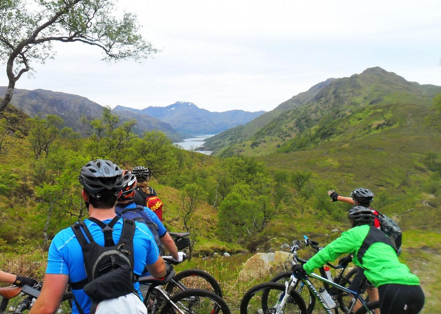 Scoția pe bicicletă - vedere spre lac