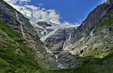 Kjenndal Glacier